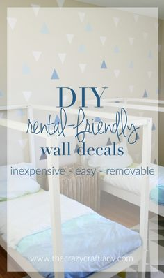 DIY Rental-Friendly Wall Decals + A Feature Wall. These DIY wall decals are the… Diy Wand, Rental Decorating, Decorating Tips, Vinyl Crafts, Home Crafts, Diy Wall Decor, Diy Home Decor, Rental Makeover, Diy Craft Projects