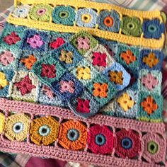 WIP: A spin off from the cushion cal, using all the pattern parts from that cal to make a 4 OR 9 MOTIF Blanket Started January 25th 2017 link to part 1: http://shropshirescrappersuz.blo...