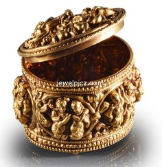 Gold Nakshi Kumkum Box designs ~ Latest Indian Jewellery designs Antic Jewellery, Gold Temple Jewellery, Indian Jewellery Design, India Jewelry, Jewellery Designs, Jewelry Patterns, Gold Jewelry, Silver Pooja Items, Gold Accessories
