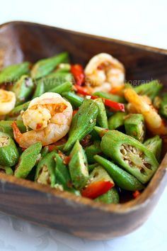 Okra or ladies' finger is a healthy vegetable. Sambal okra is one of the best okra recipes using fresh okra, shrimp and sambal sauce. Okra Recipes, Seafood Recipes, Asian Recipes, Cooking Recipes, Healthy Recipes, Easy Recipes, Malaysian Cuisine, Malaysian Food, Malaysian Recipes