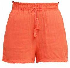 Pantalones Cortos Online Para Mujer No hay mayor sinónimo de periodo estival que los pantalones cortos. Por cualquier sitio que vayas, a nadie verás con al