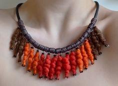 Wool-necklage-orange