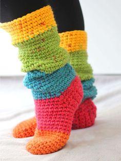 Crochet Slipper Boots, Slipper Socks, Crochet Slippers, Easy Crochet Socks, Crochet Baby, Free Crochet, Knit Crochet, Crotchet, Chunky Crochet