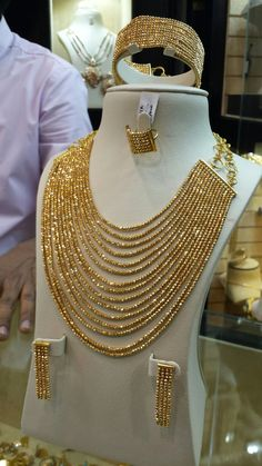 bridal sets & bridesmaid jewelry sets – a complete bridal look Indian Wedding Jewelry, Indian Jewelry, Bridal Jewelry, Gold Jewellery Design, Gold Jewelry, Jewelery, Stylish Jewelry, Fashion Jewelry, Pinterest Jewelry