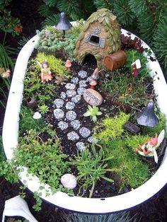 Della look -A fairy garden in an old bath tube. How awesome would this be for children? #garden #decor