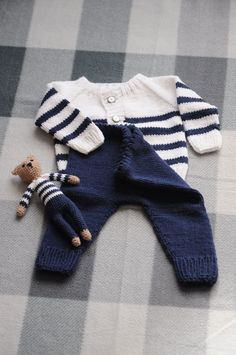 19 ideas knitting baby boy sweets for 2019 Baby Boy Knitting, Knitting For Kids, Baby Knitting Patterns, Baby Patterns, Cardigan Bebe, Baby Cardigan, Baby Boy Outfits, Kids Outfits, Pull Bebe