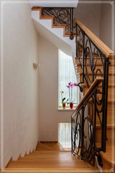 Suitable for both classical and modern styles. It is especially recommended for stairs and corridors to paint the walls with decorative plaster. Decorative Plaster, Modern Stairs, Plaster Walls, Stairways, Wall Design, Traditional, Contemporary, Interior, House