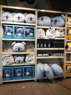 Line Friends store Kpop Aesthetic, Pink Aesthetic, Army Room Decor, Bt 21, Bts Birthdays, Line Friends, Kpop Merch, Line Store, Foto Bts
