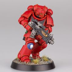 A blood angel test model I did awhile ago because I really wanted to see the new marines in red. The red was mephiston red, recess shaded with nuln oil with abbadon black in it, highlighted with evil sunz Scarlett, troll slayer orange, fire dragon bright. Black was abaddon black highlighted with Eshin grey, dawnstone, administratum grey #primaris #primarisspacemarines #paintingwarhammer #warhammer #warhammer40k #40k #bloodangels