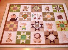 Zöld-barna állatos patchwork ágytakaró