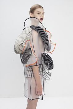 Meet Fashion x Tech in Noa Raviv's Graduating collection.