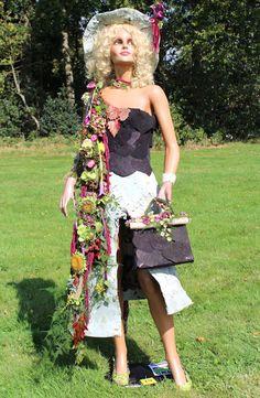 Third prize Floral Dress expositie/wedstrijd op de Herfstfair in Havelte 2014.