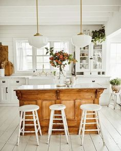 23 Charming Cottage Kitchen Design and Decorating Ideas that Will Bring Coziness to Your Home - The Trending House Home Decor Kitchen, Kitchen Remodel, Home Decor, New Kitchen, Country Kitchen, Home Kitchens, Kitchen Style, Kitchen Renovation, Kitchen Design