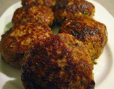 Bifteki (Griekse gehaktballen)   Lekker Tafelen Dutch Recipes, Lamb Recipes, Greek Recipes, Light Recipes, Snack Recipes, Cooking Recipes, Snacks, Tapas, Good Food