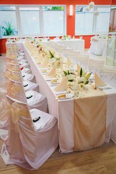SlevoSvatba.cz | A hostinu máte vyřešenou! Super balíček vybavení se slevou! Wedding Table, Amanda, Origami, Wedding Photography, Table Decorations, Enchanted Garden, Ceremony Decorations, Wedding Photos, Wedding Pictures