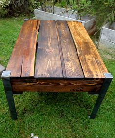 Pallet Coffee Table...could be cool for outside, if I were crafty!