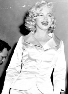 i can feel the stars and the lonely hearts (Posts tagged marilyn monroe) Hollywood Stars, Old Hollywood, Believe, Marilyn Monroe Photos, Lonely Heart, Norma Jeane, Queen, Beautiful Actresses, Most Beautiful Women