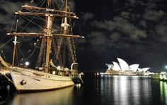 BOUNTY-FULL NIGHT, CIRCULAR QUAY, SYDNEY, SYDNEY IN NEW SOUTH WALES