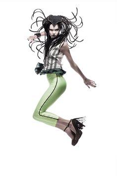 「ジョジョの奇妙な冒険」創作ヘア&メーキャップ作品集 Jojo Fashion, Jojo Jojo, Toy People, Model Poses Photography, Fashion Poses, Fashion Ideas, Punk Goth, Jojo Bizzare Adventure, Tadashi