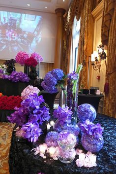 The Parisian life in pictures : a class with the rock star of flowers Jeff Leatham at the Four Seasons Hotel George V Art Floral, Floral Design, Periwinkle, Lilac, Hotel Flower Arrangements, Jeff Leatham, Hotel Flowers, Table Centerpieces, Table Decorations