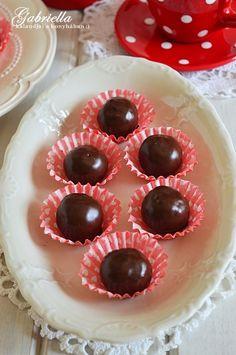 Gabriella kalandjai a konyhában :): Zserbógolyó Marshmallow, Doughnut, Cheesecake, Food, Cheesecakes, Essen, Marshmallows, Meals, Yemek