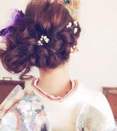 HAIR(ヘアー)はスタイリスト・モデルが発信するヘアスタイルを中心に、トレンド情報が集まるサイトです。10万枚以上のヘアスナップから髪型・ヘアアレンジをチェックしたり、ファッション・メイク・ネイル・恋愛の最新まとめが見つかります。 Japanese Hairstyle, Yukata, Japanese Kimono, Wig Hairstyles, Wigs, Crochet Necklace, Hair Accessories, Dreadlocks, Make Up