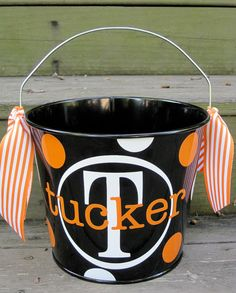 cute halloween candy bucket. could totally do this with my cricut! Need to find black bucket...