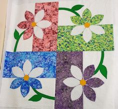 Quilting Projects, Quilting Designs, Sewing Projects, Quilt Design, Scrappy Quilts, Mini Quilts, Applique Quilt Patterns, Flower Quilts, Quilt Border