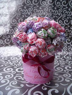 How To Make Candy Lollipops | Dum Dum Lollipop Candy Bouquet / Centerpiece / by JessieRaeCrochet