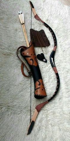 I don't know how far an arrow would fly from a bow this short, but I do like the curved quiver! It looks comfy. Costume Sports, Crossbow Hunting, Archery Hunting, Crossbow Arrows, Diy Crossbow, Hunting Arrows, Deer Hunting, Mounted Archery, Recurve Bows