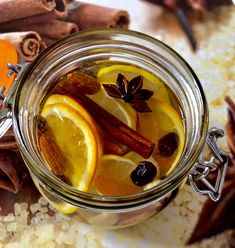Świąteczny likier mandarynkowy - Blog z apetytem Good To Know, Pickles, Christmas Time, Cucumber, Lunch Box, Food And Drink, Honey, Cooking Recipes, Drinks