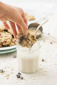 Chocolate & Pomegranate Oatmeal Cookies (v, gf) | mycaliforniaroots.com | #dessert #recipe #vegan #glutenfree