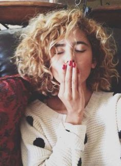 58 Best Ideas For Hairstyles Short Curly Natural Curls Perms Short Permed Hair, Short Curly Bob, Curly Hair Cuts, Permed Hairstyles, Short Hair Cuts, Curly Hair Styles, Short Hair With Perm, Short Bangs, Super Hair