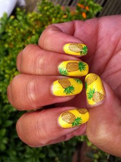 Tropical pineapple nails, so perfect for the summer!