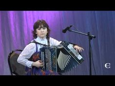 Wow. That is some diatonic accordion player. I didn't think bellows shakes on a diatonic were possible - I was so wrong!