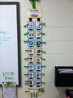 Classroom jobs rotation with clothes pins, includes a week off. I love the simplicity and that it doesn't have to take up an entire bulletin board like pretty much every other classroom job charts I've seen.