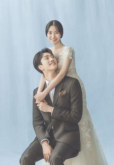 Korean Wedding Photography, Photography Poses, Pre Wedding Photoshoot, Wedding Poses, Couple Posing, Couple Shoot, Studio Poses, Couple Outfits, Beautiful Bride