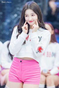 K-Pop Babe Pics – Photos of every single female singer in Korean Pop Music (K-Pop) Nancy Momoland, Nancy Jewel Mcdonie, Cute Asian Girls, Beautiful Asian Girls, Cute Girls, Cool Girl, Beautiful Girl Photo, Le Jolie, Japan Girl