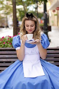 Would meddle halloween costume Casino Dress, Casino Outfit, Cosplay Costumes, Halloween Costumes, Alice Cosplay, Alice Costume, Go Ask Alice, Healthy Work Snacks, Halloween Disfraces