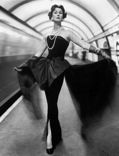 Glamour in the tube station with Barbara Goalen, 1954. Photo by John French.