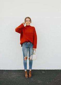 A Step By Step Guide for Adding Accessories to an Outfit Red turtleneck sweater, ripped distressed s Rote Pullover Outfit, Red Sweater Outfit, Cardigan Outfits, Casual Street Style, Style Casual, Look Fashion, Womens Fashion, Feminine Fashion, Fashion Trends