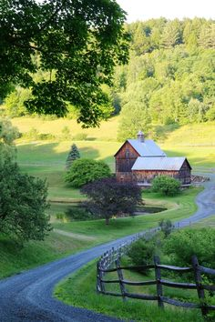 Sleepy Hollow Farm in Woodstock, Vermont Bungalows, Country Life, Country Living, Feng Shui, Woodstock Vermont, Living In Denver, Farm Stand, Green Mountain, Winter Landscape