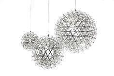 Luminária Raimond - esfera pontilhada por pequenas luzes LED - Medidas: diâmetro de 30, 20 e 15 X Altura de 60 cm - Preços:R$ 1060,00 (Ø30), R$ 980,00 (Ø20), R$ 910,00 (Ø15)- Planejada por Raimond Puts