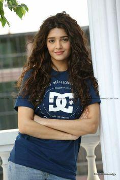 Beautiful Girl Photo, Beautiful Women Pictures, Beautiful Girl Indian, Cute Girl Photo, Beautiful Indian Actress, Cute Beauty, Beauty Full Girl, Beauty Women, Beautiful Bollywood Actress