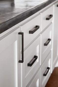 Hardware episode 14 - The All-American Farmhouse - Magnolia Market Kitchen Drawer Pulls, Kitchen Knobs, Black Kitchen Cabinets, Kitchen Hardware, Kitchen Handles, Home Decor Kitchen, White Cabinets, Diy Kitchen, Kitchen Storage