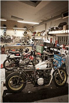 I ll buy everything ( parts ect ) I can from a small bike shop before a harley dealer any day of the week ! Motorcycle Workshop, Motorcycle Shop, Motorcycle Garage, Motorcycle Wiring, Scrambler Motorcycle, Garage Cafe, Garage Shop, Garage Workshop, Workshop Ideas