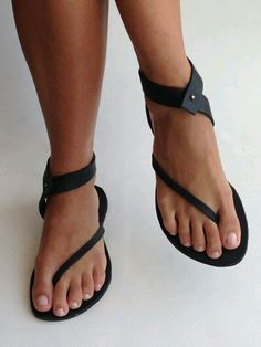 Sandals Summer - Very Cute Summer Shoes. These Shoes Will Look Good With Any Outfit. - There is nothing more comfortable and cool to wear on your feet during the heat season than some flat sandals. Crazy Shoes, Me Too Shoes, Buy Shoes, Women's Shoes, Shoes Style, Casual Shoes, Look Fashion, Fashion Shoes, Fashion Outfits