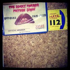 #officialfanclub card kortti #Rockyhorrorpictureshow ja yleinen hätänumero kun ekaa kertaa 80-luvulla elokuvateatterissa sen koki. Ja istuimet....