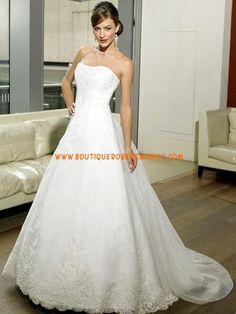 Robe a ligne bustier en satin orn e de broderies et d 39 un for Concepteurs de robe de mariage australien en ligne