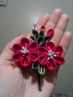 Boche de Mayo:   Este ramillete es un pequeño broche para celebrar el Día de las Madres.